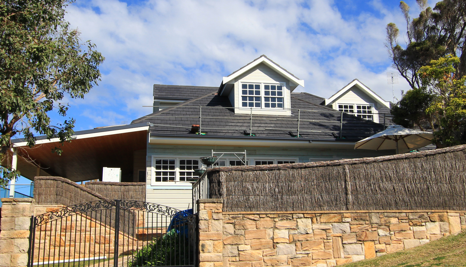 Roof fencing is an important condition for safety on the roof